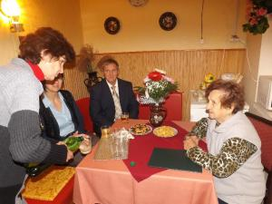 Veres Imréné köszöntése 90. születésnapja alkalmából